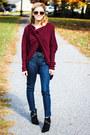 Navy-yoga-jeans-jeans-crimson-en-creme-sweater-black-rock-and-republic-heels