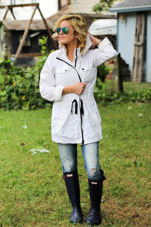 white Marc New York jacket - navy Hunter boots - navy Silver Jeans jeans