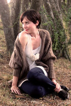 brown romeo and juliet cardigan - beige eyeshadow shirt - blue jeans - black nat