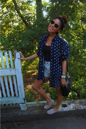 navy hollister top - TOMS shoes - navy stars Tommy Hilfiger shirt