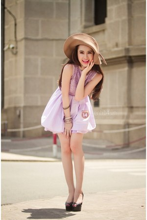tan hat - light purple dress - black heels