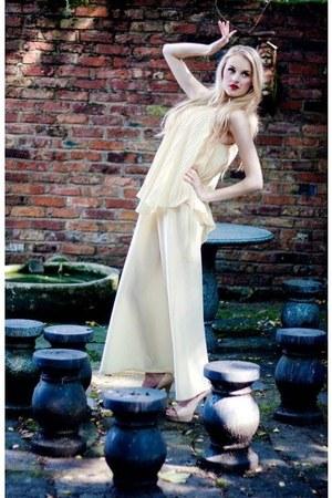 pleated cream vintage dress - cream heels