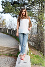 Periwinkle-boyfriend-oliver-jeans-off-white-silky-zara-top
