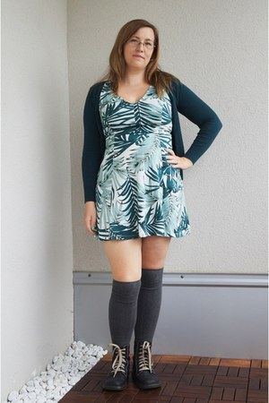 forest green palm tree print H&M dress - black Dr Martens boots