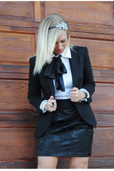 7fc5ae25d0756a black black blazer Zara blazer - black Forever 21 skirt - white white  blouse Beb