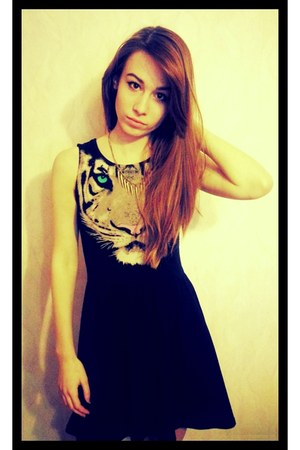 black tiger pattern H&M dress - gold gold studs H&M necklace