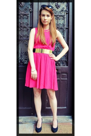 hot pink vibrant color H&M dress - black ray-ban type H&M sunglasses