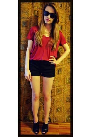 crimson v-neck H&M shirt - black medium-waist H&M shorts