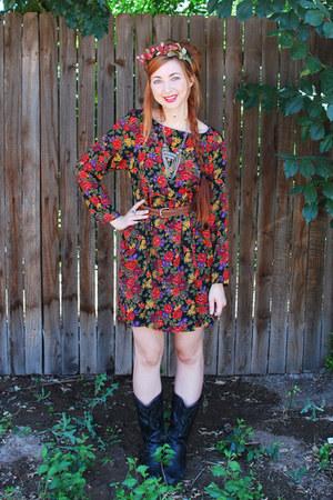 brick red grunge roses vintage dress - black cowboy vintage boots