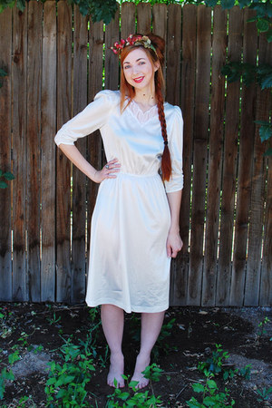 white heavenly vintage dress