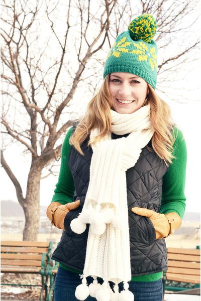 white vintage scarf - navy Gap vest