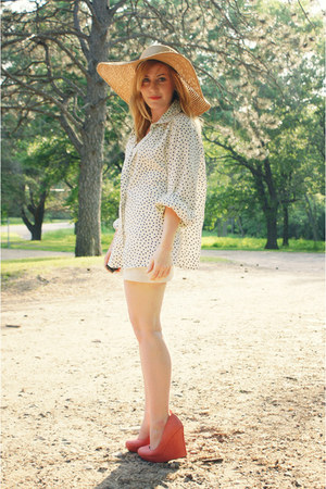 ivory vintage blouse - tan Loris Shoes hat - coral Loris Shoes wedges