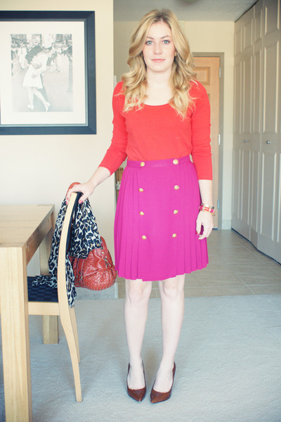 hot pink pleated vintage skirt - red H&M shirt - dark brown sam edelman heels
