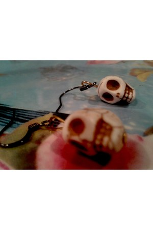skull HearAttackBunny earrings