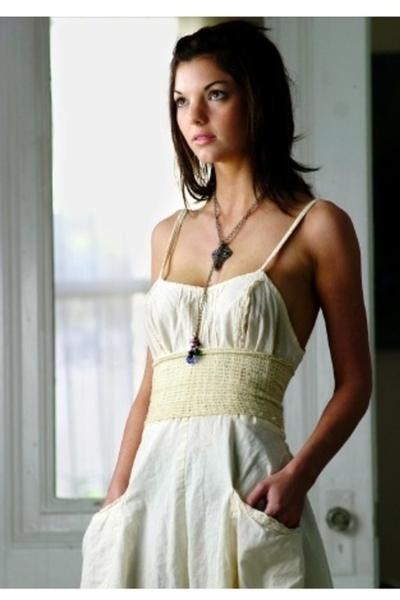 vintage dress - vintage necklace - belt