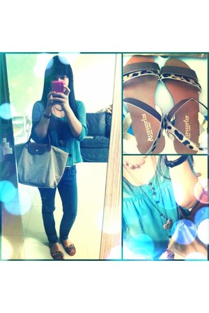 leopard print sandals - blue jeans - le pliage bag - heart necklace