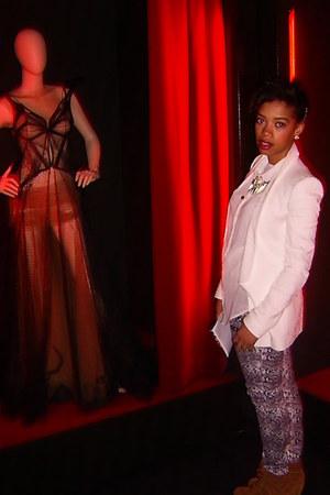 flowers Zara blazer - lace Primark blouse - snake print La Chica pants