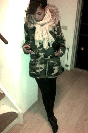 army green camouflage the Sting jacket - black studded H&M boots