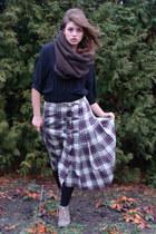 dark brown woolen reserved scarf - dark khaki suede Bata boots