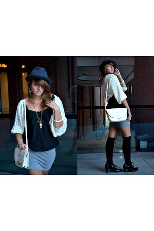 white leather - bag - white woolen Atmosphere sweater
