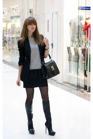 black Zara jacket - black El Monte boots - black A-la Chanel bag