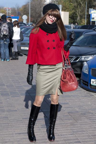 black El Monte boots - green karen millen dress - red Halhuber coat - red karen