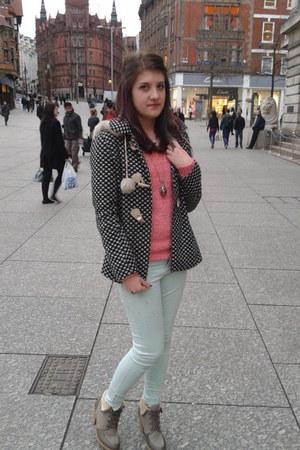 Zara jeans - H&M boots - Primark coat - Primark jumper - Primark blouse