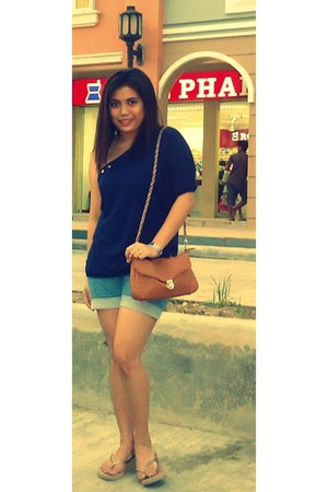 Secosana bag - Levis shorts - crissa blouse - beige Havaianas sandals