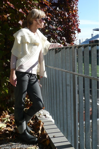 lovley girl sweater - Plastic jeans - Kersh sweater - shoes - rayband sunglasses