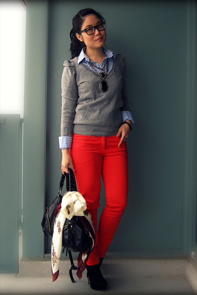red H&M jeans - black Dolce Vita shoes - heather gray H&M sweater