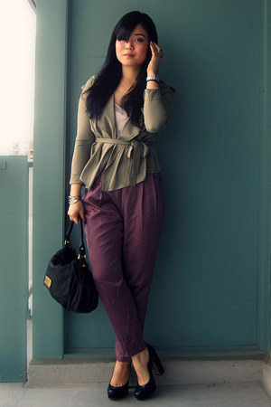 dark khaki Romwecom jacket - black Marc by Marc Jacobs bag - magenta Silence & N