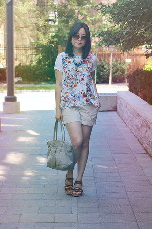 floral print Oasapcom top - Marc by Marc Jacobs bag - khaki Joe Fresh shorts