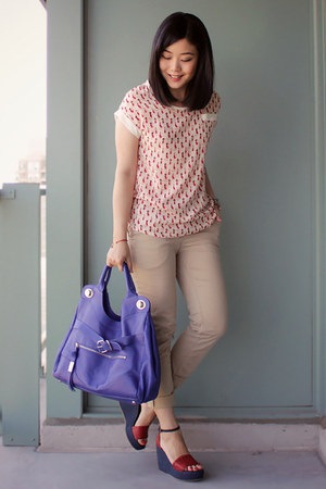 blue foley &amp; corinna bag - red cat print OASAP blouse - beige H&amp;M pants