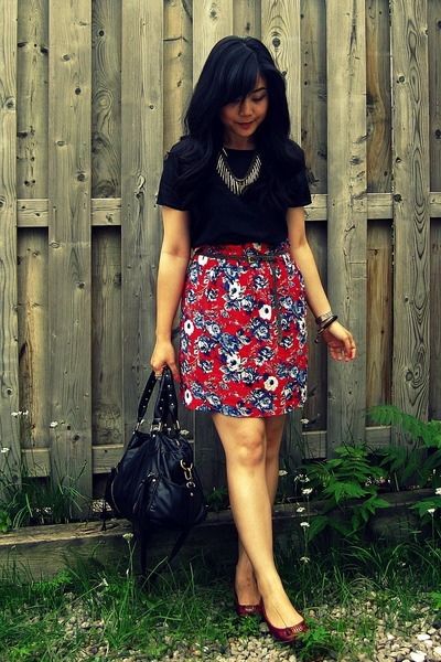 Urban Outfitters skirt - Urban Outfitters bag - Forever 21 necklace