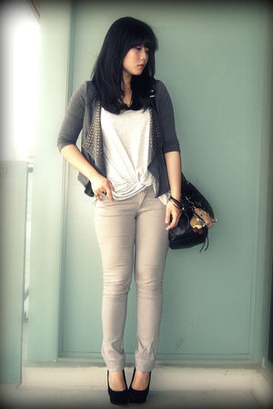gray Zara jeans - black Dolce Vita shoes - gray Bluenotes top