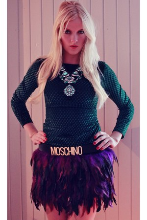 purple feather romwe skirt - Moschino belt - Zara necklace