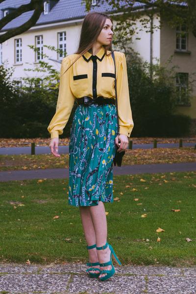 skirt - shirt - bag - belt - heels