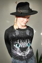 black Krossy jeans - black arrow hat wool Krossy hat - black Krossy top