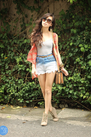 blue romwe shorts - orange NIMA vest - heather gray Gap top