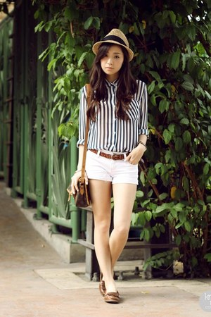 white Shopthiseasy top - brown sperry flats