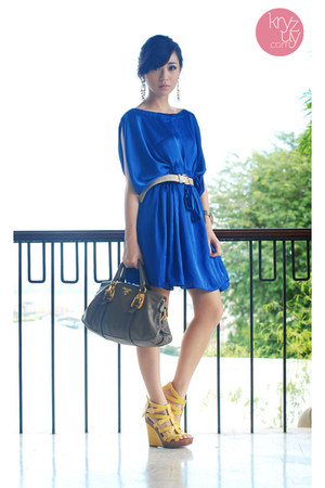 blue closet goddess dress - heather gray Prada bag