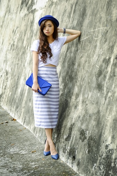 heather gray sabrina skirt - navy tracyeinny bag - white sabrina top