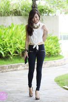 white ellysage top - navy Ministry of Retail leggings
