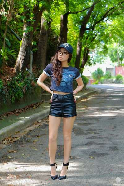 black WAGW shorts - dark brown four eyes sunglasses - black romwe top