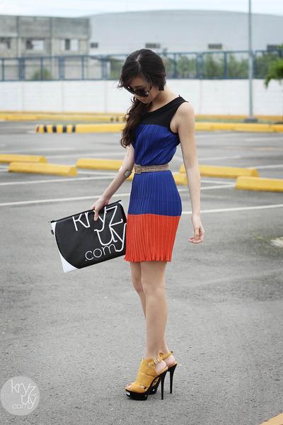 blue natural color dress - black snupped bag - yellow Parisian heels