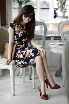navy Amber Avenue dress - light brown Maris bag - black romwe sunglasses
