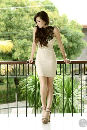 eggshell lauren brie dress - eggshell comfit heels