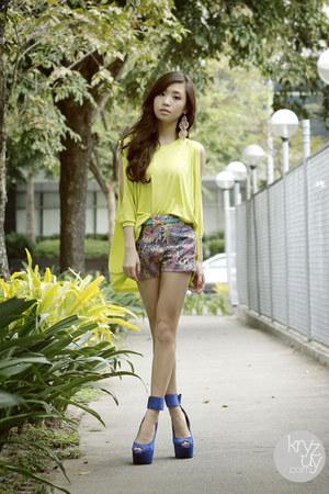 blue DAS heels - periwinkle WAGW shorts - chartreuse WAGW top
