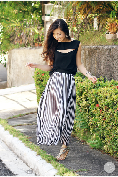 black natural color skirt - silver sm acc ring - black Seventh Street top