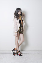 dark brown feet for a queen heels - eggshell SM blazer - light brown WAGW shorts